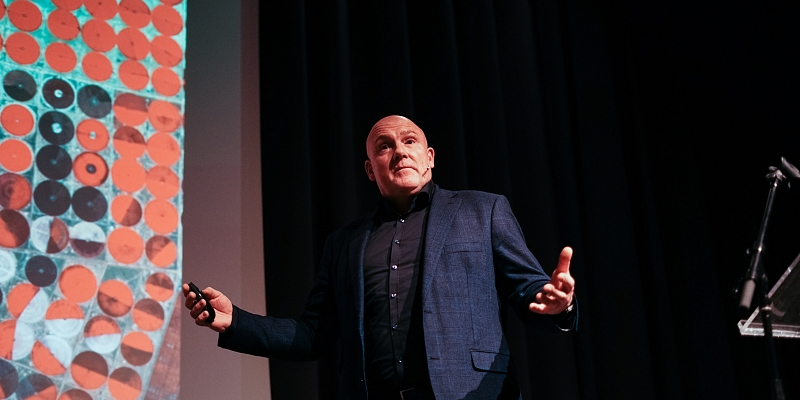Plenary afternoon - Andre Kuipers - 05.jpg